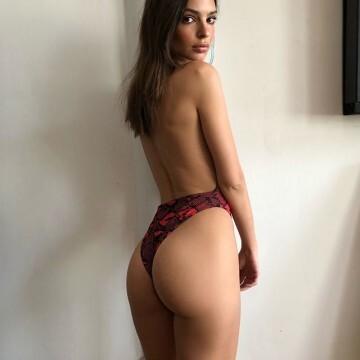 Los últimos desnudos de (@emrata) Emily Ratajkowski en instagram (8)