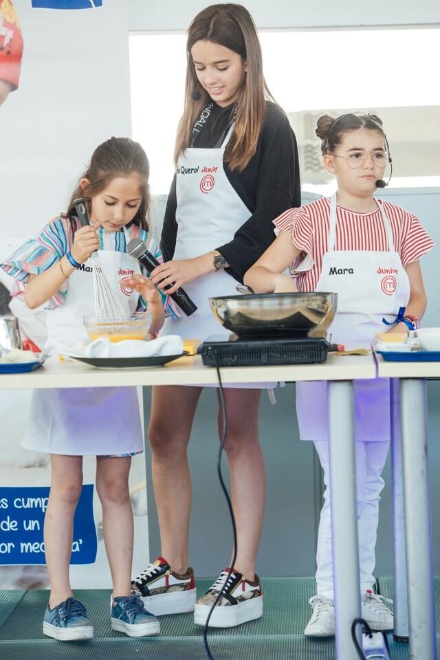 María Blanco, Marta Querol y Mara cocinando