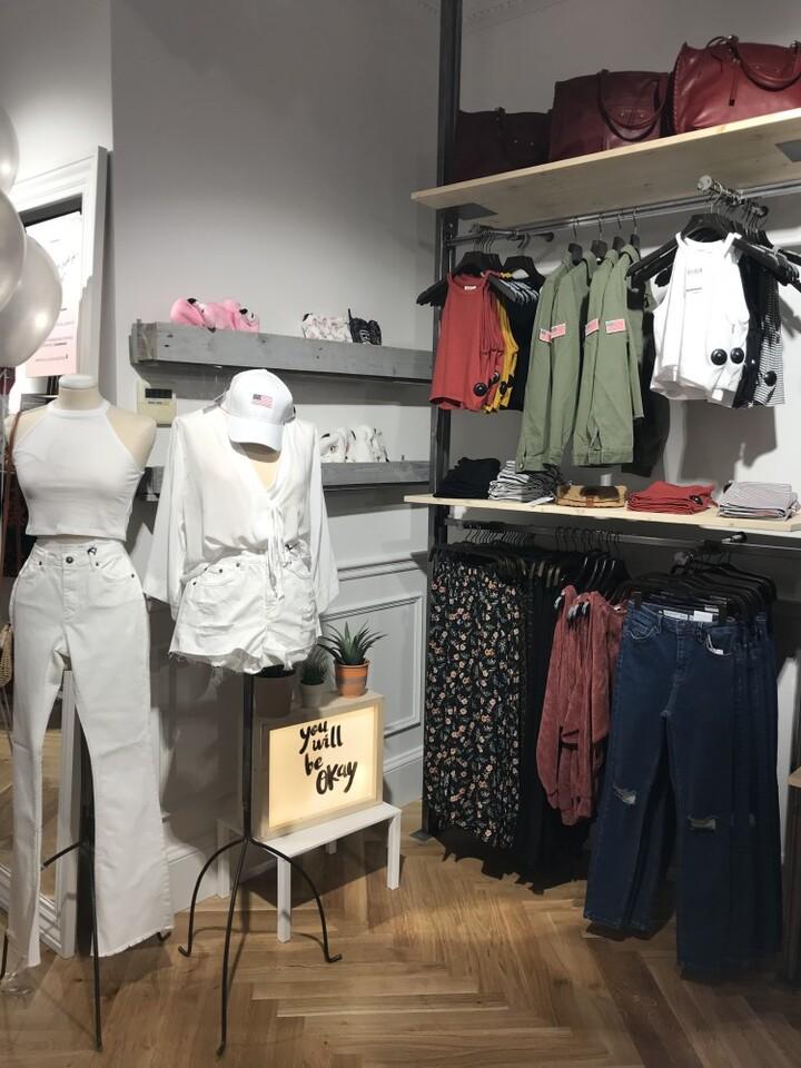 Se inauguró en Valencia, la tienda italiana de moda femenina SubduedFotos Pola Todolo (1)