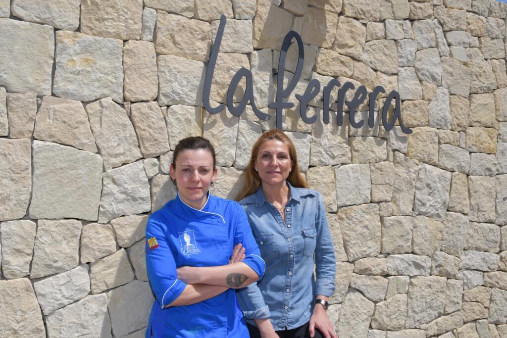 Chabe Soler, chef ejecutiva de La Ferrera, y Lola Soler, Jefa de Sala y propietaria de La Ferrera