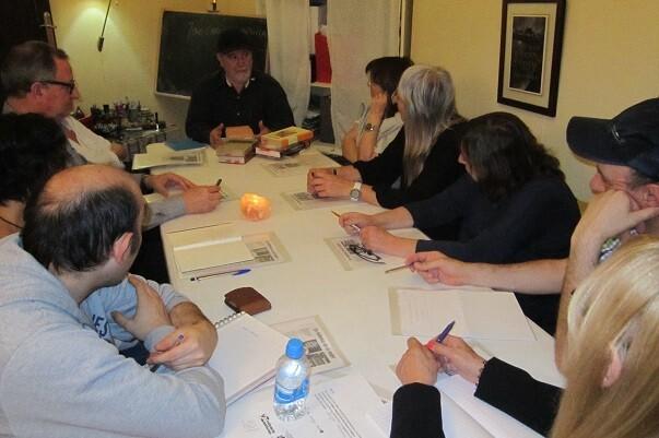 El crítico literario J. Carlos Morenilla impartiendo la clase magistral en Libro, Vuela Libre.