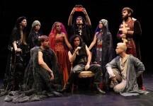 El estreno de 'Radovan III' establece un puente entre Shakespeare y el género negro.
