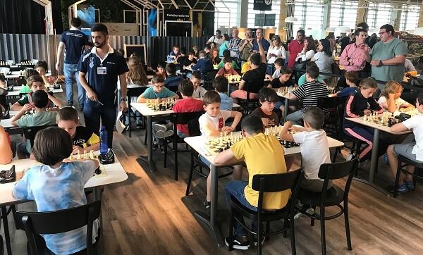 El torneo se realizó en interior de la cafetería del centro.