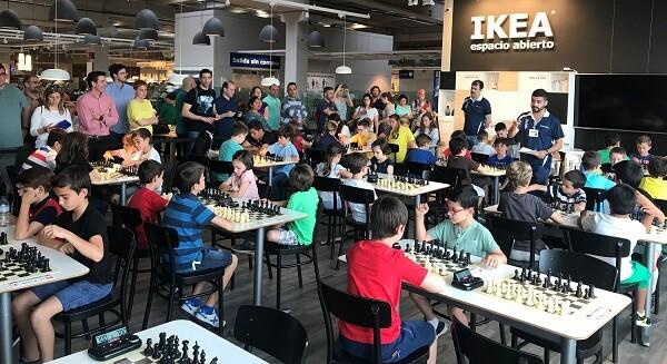 El torneo se realizó en la cafetería del centro.