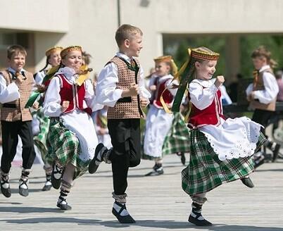 Foto integrante de la exposición de la Fiesta de la Canción y de la Danza de Lituania.