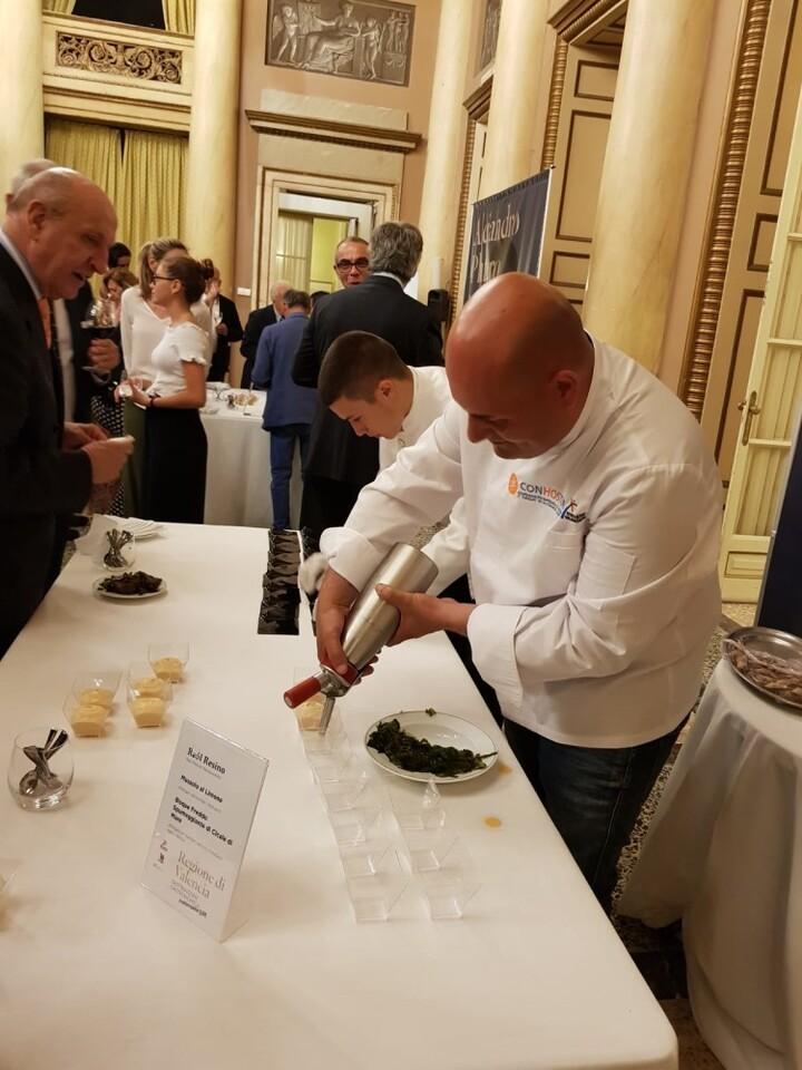 Quique Dacosta, Manuel Alonso, Raúl Resino, Begoña Rodrigo, Mª José Martínez y Alejandro Platero presentan al mercado italiano tapas elaboradas con producto valenciano (2)