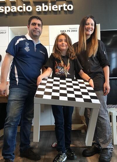 Se sortearon 2 relojes de ajedrez y 5 mesas de ajedrez de Ikea entre todos los participantes.