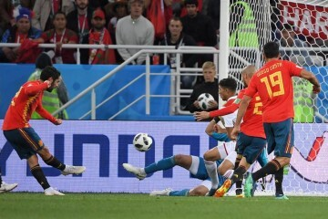 Spain's midfielder Isco (L) scores a goal during the Russia 2018 World Cup Group B football match between Spain and Morocco at the Kaliningrad Stadium in Kaliningrad on June 25, 2018. / AFP PHOTO / Patrick HERTZOG / RESTRICTED TO EDITORIAL USE - NO MOBILE PUSH ALERTS/DOWNLOADS