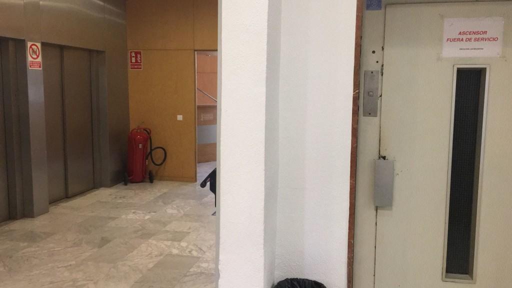ascensor fuera de servicio Malvarrosa
