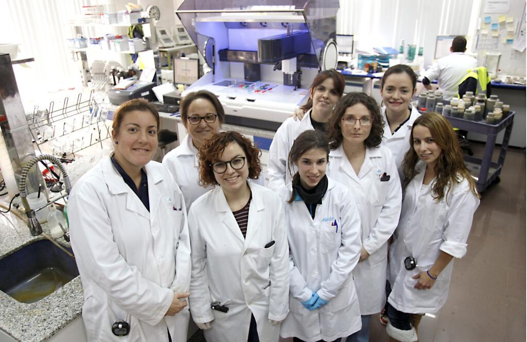 mujeres laboratorio edar quart 5