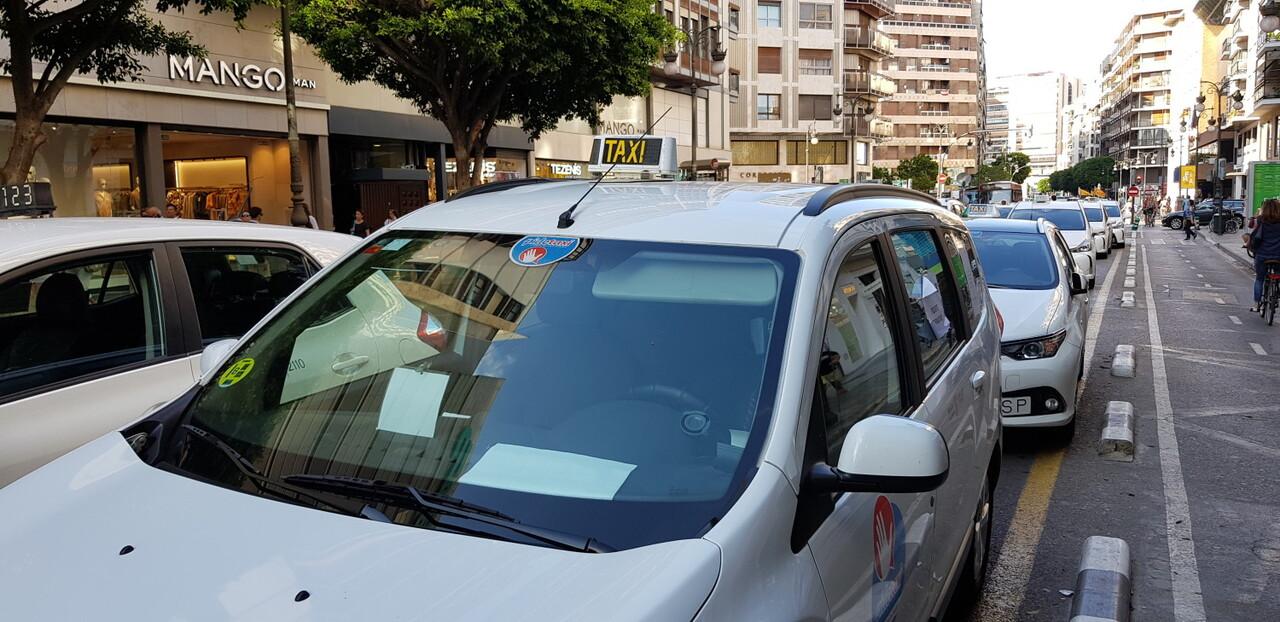 Cerrada a la circulación la calle Colón de València por la huelga de taxistas 20180730_183749(10)