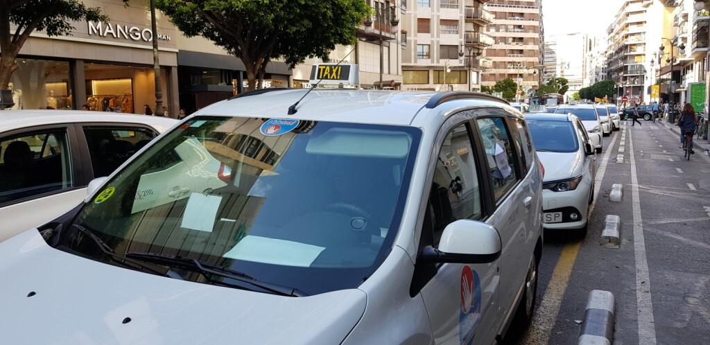 Cerrada a la circulación la calle Colón de València por la huelga de taxistas 20180730_183749(11)