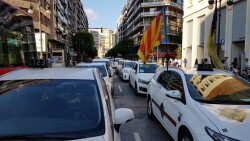 Cerrada a la circulación la calle Colón de València por la huelga de taxistas 20180730_183749(26)
