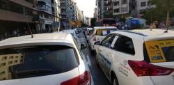 Cerrada a la circulación la calle Colón de València por la huelga de taxistas 20180730_183749(35)