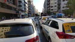 Cerrada a la circulación la calle Colón de València por la huelga de taxistas 20180730_183749(36)
