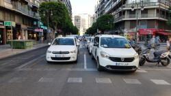 Cerrada a la circulación la calle Colón de València por la huelga de taxistas 20180730_183749(38)