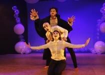 Sala Russafa despide su séptima temporada con el estreno absoluto de una nueva comedia absurda de su compañía residente, Theatretk.