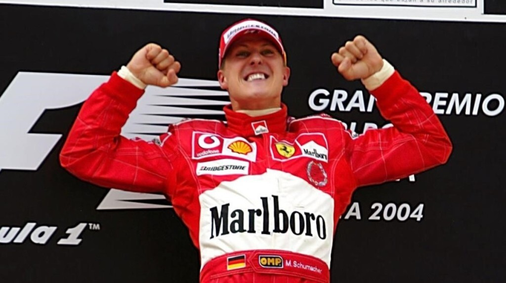 deportes aniversario 25 anos del Circuit de Catalunya de F-1 montmelo fotografia de Race winner Michael Schumacher  GER  Ferrari celebrates on the podium  Formula One World Championship  Rd 5  Spanish Grand Prix  Race Day  Barcelona  Spain  9 May 2004  DIGITAL IMAGE BEST IMAGE