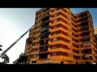 Rescatan a una niña de cinco años colgada del balcón de un octavo piso en Málaga