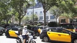 Taxistas convocan un paro desde hoy e inician marcha lenta por Barcelona