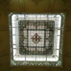 L'Ajuntament inicia la reinstal·lació de la gran vidriera del vestíbul de la casa consistorial