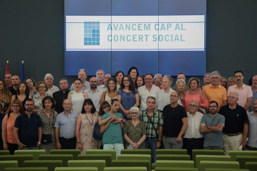 18-8-01_Oltra_Firma_concierto_social