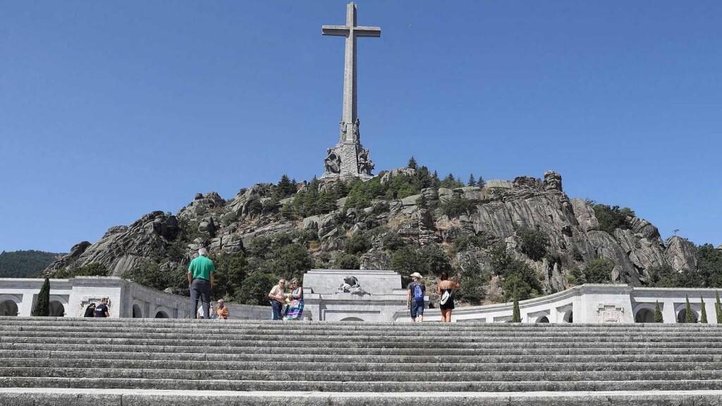 El Gobierno da luz verde a la exhumación de Franco valle caidos