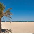 La archiconocida playa urbana de Valencia debe su nombre al barrio situado junto a ella.Esta amplia y abierta playa presenta un aspecto muy animado tanto en la propia playa, por la cantidad de servicios que ofrece como en el Paseo Marítimo que la delimita.
