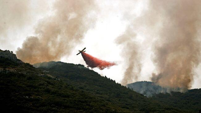 avioneta-llanca-retardants-incendi-Llutxent_2066803400_55928319_651x366