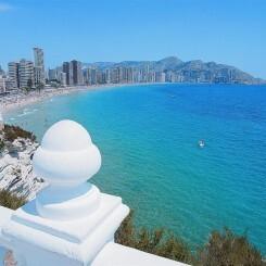 """""""¿Por qué no pueden los españoles irse a otro lado para sus vacaciones?"""": La queja de una turista británica en Benidorm"""