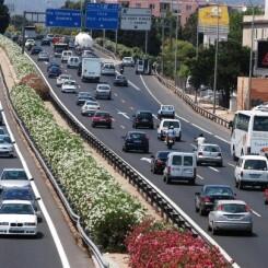 Alquilar un coche en el centro de València y Alicante es más caro que hacerlo en el aeropuerto