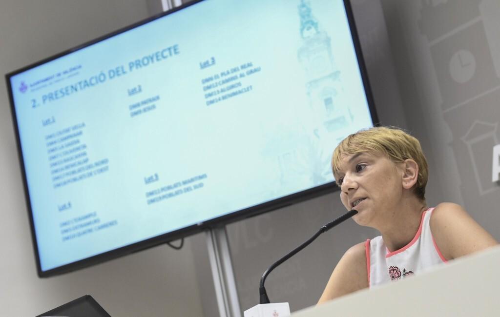 La regidora de Parcs i Jardins, Pilar Soriano, presenta en roda de premsa el projecte per a l'execució de les obres 'Una València més verda, reposició d'arbrat urbà en escocells buits al terme municipal de la ciutat de València