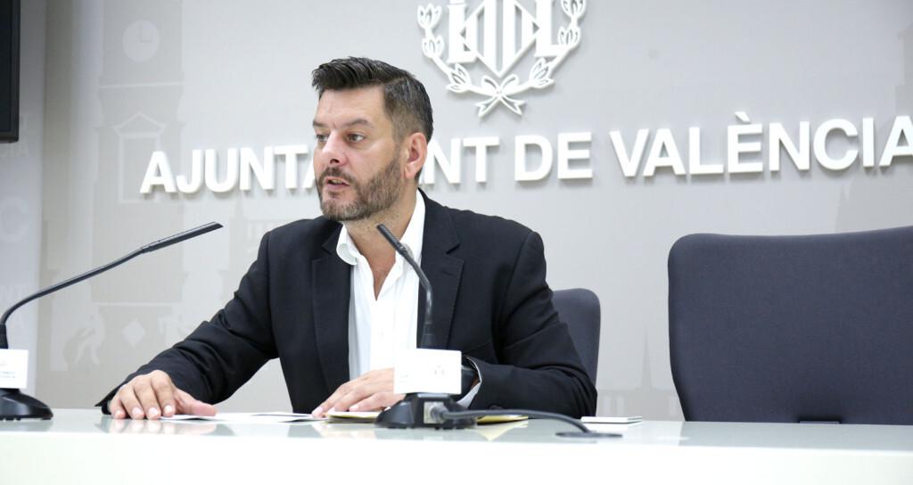 VALENCIA  2018-09-14 El regidor de Comer, Carlos Galiana, presenta en roda de premsa el projecte tcnic d'execuci— d'obres de reforma del Mercat de Rojas Clemente.