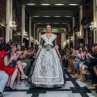 Éxito de convocatora en elI desfile de indumentaria valenciana delGremio Artesano de Sastres y modistas C.V.