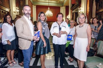Fran Tochena y Amparo Fabra junto a la Reina de la Hermandad del Ramo de la Aguja, María Hidalgo y Mª Carmen Conejos en representación de Aspanion