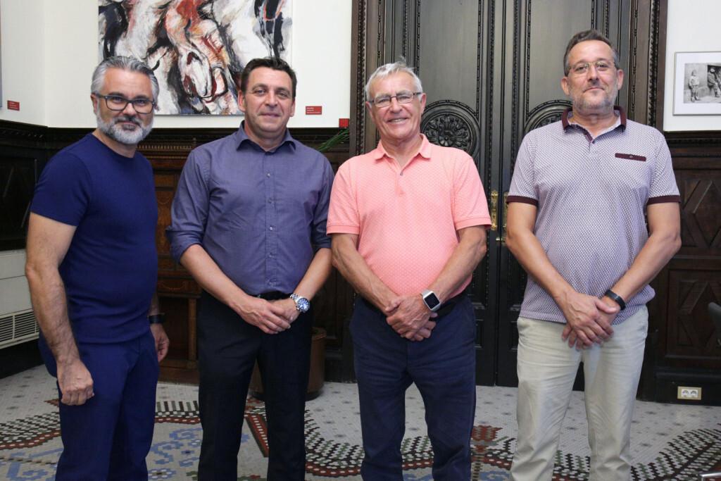 VALENCIA  2018-09-12 En el marc de les trobades amb la ciutadania i entitats, l'alcalde de València, Joan Ribó, rep en el despatx d'Alcaldia a El nou president de la Germandat de Sant Antoni Abat, Rafael Garrote.