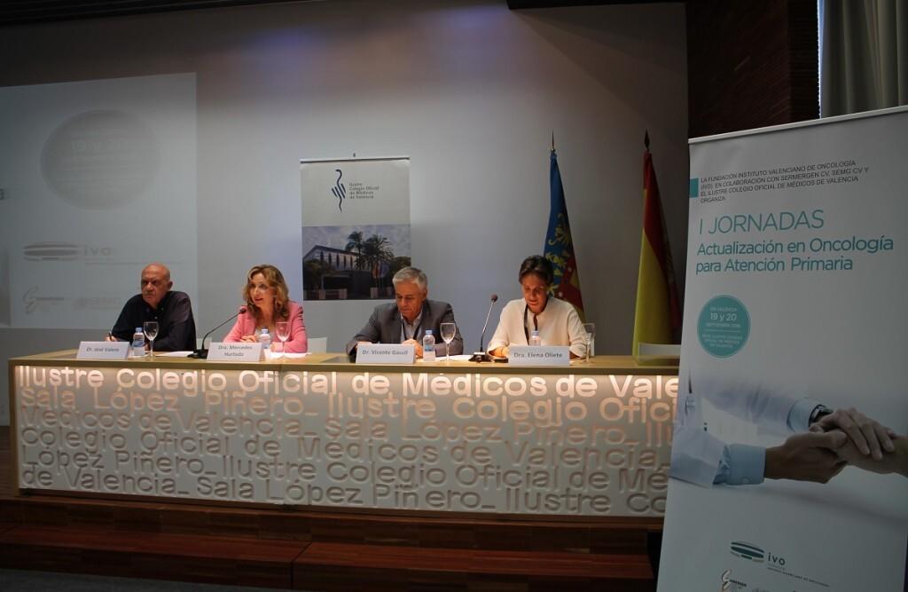 La pdta. del ICOMV, Dra. Mercedes Hurtado, dedica unas palabras en la mesa inaugural de las I Jornadas de Actualización en Oncología para Atención Primaria