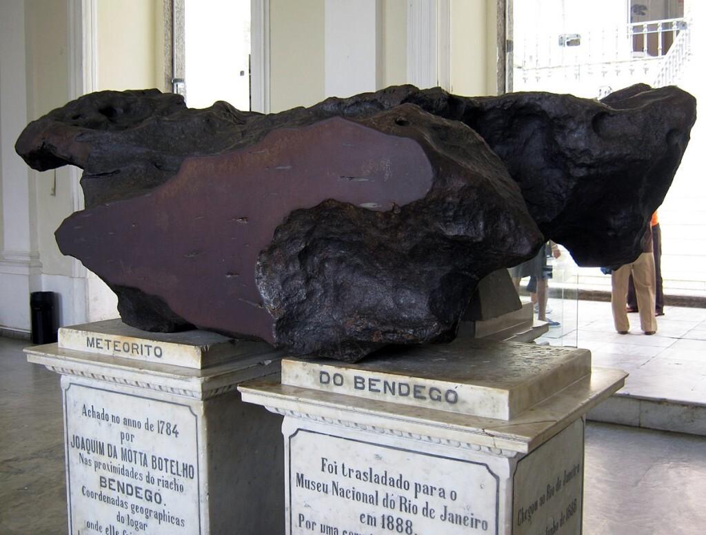 bendego-meteorite-front-national-museum-rio-de-janeiro_ba7f58f5_1200x909