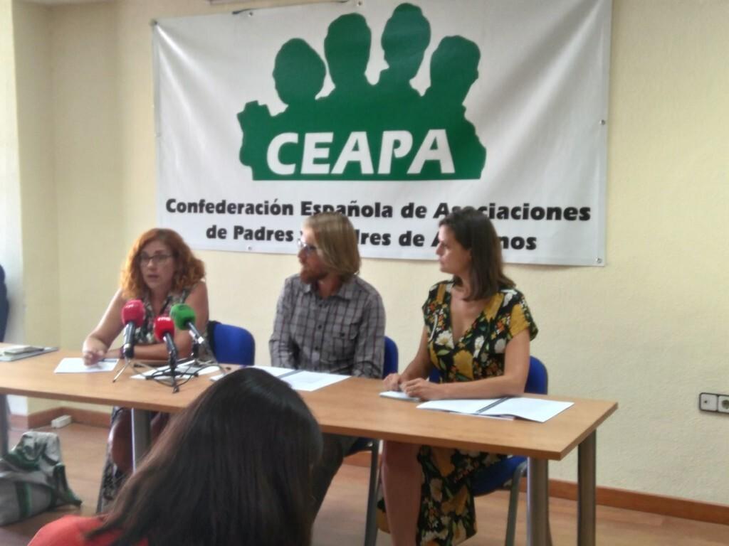 de izquierda a derecha Victoria León Girón, Andrés Muñoz Rico e Inés Jordana