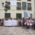 """Centenares de personas condenan la muerte de las niñas de Castellón, """"víctimas invisibles de la violencia de género"""""""