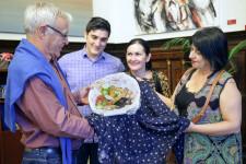VALENCIA  2018-10-04 L'alcalde de Valncia, Joan Rib—, rep a representants del Gremi de Mestres Sucrers de Valncia, Escola Superior de Pastisseria, que li entregaran la tradicional Mocadorˆ amb motiu de la Festivitat de Sant Dion's.