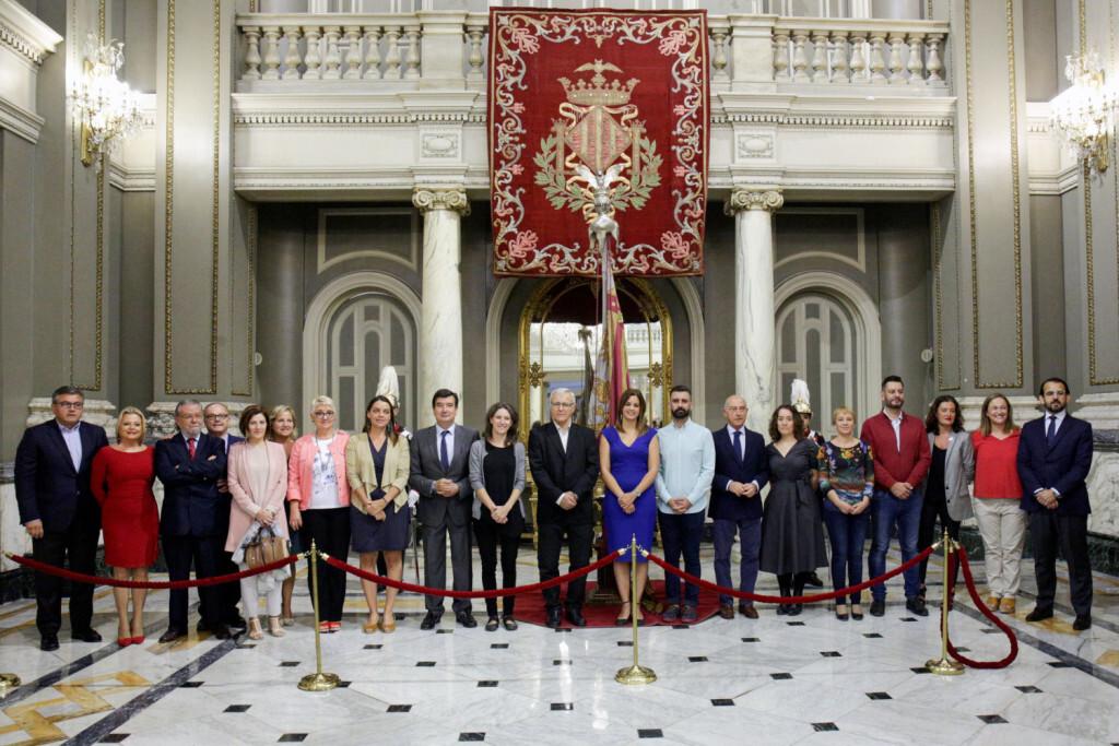 VALENCIA  2018-10-08  L'alcalde de Valncia, Joan Rib—, acompanyat dels membres de la Corporaci—, procedix al trasllat de la Reial Senyera des del Museu Hist˜ric Municipal fins al Sal— de Cristall de l'Ajuntament