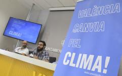 El regidor d'Energies Renovables i Canvi Climàtic, Roberto Jaramillo, presenta en roda de premsa la iniciativa València canvia pel Clima. Sala de premsa municipal.