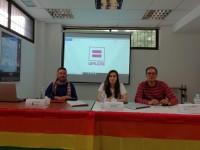 (De izq. a dcha.) Toni Alba, representante de Lambda, Col·lectiu de lesbianes, gais, transsexuals i bisexuals; Paula Iglesias, FELGTB; Carlos Berriales, GALESH.