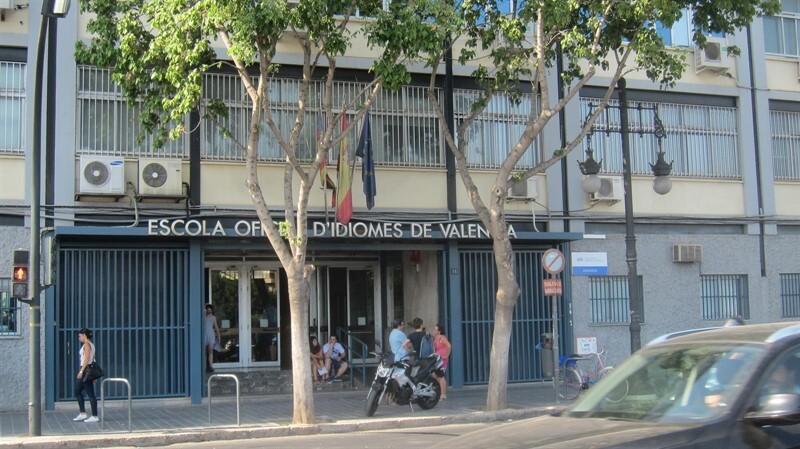 CJC insta a pagar 4.300€ a una alumna de la EOI de València que se rompió el brazo al caerse en las escaleras de entrada
