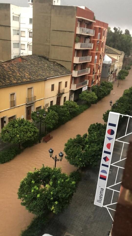 Calle Mayor Moncada.
