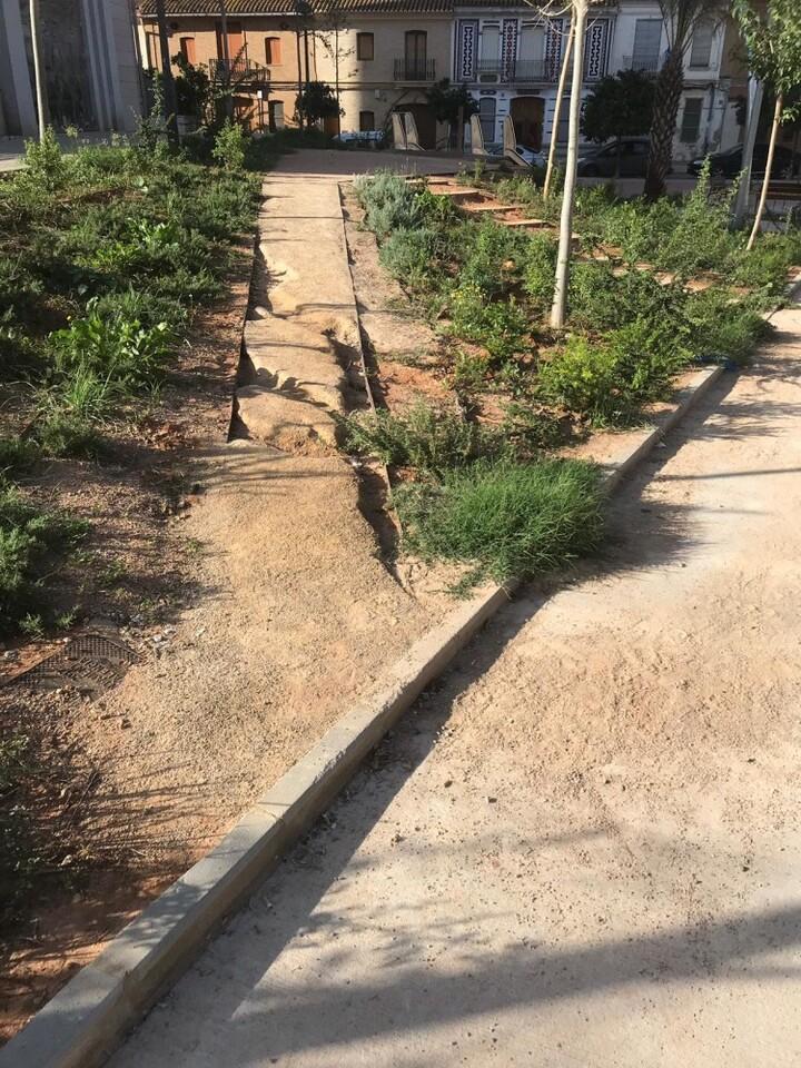 Mal estado Jardin Ermita Orriols 1