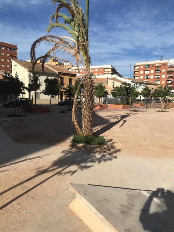 Mal estado Jardin Ermita Orriols 2