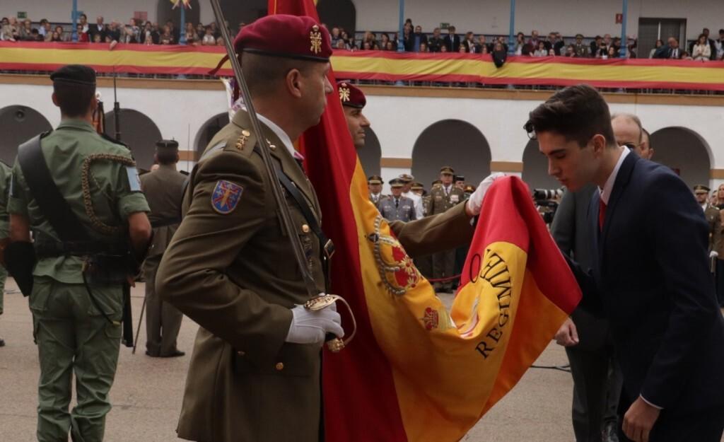 Multitudinaria jura de bandera de personal civil en Valencia (2)