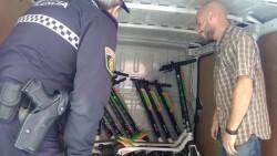 Operarios-Lime-patinetes-Policia-Local_EDIIMA20181025_0601_4